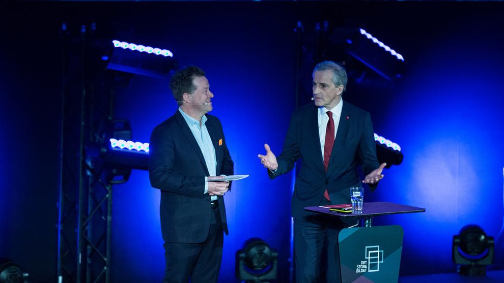 Jonas Gahr Støre, leder i Arbeiderpartiet, og konferanser Arne Hjeltnes under årskonferansen til Norsk Olje og Gass 2019