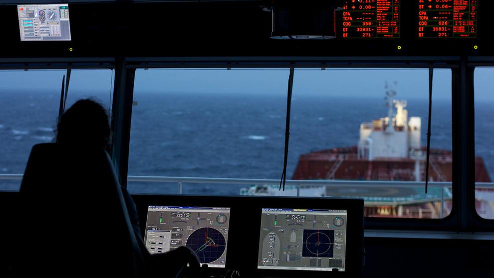 <p><b>FÅ LEVERANSER:</b> Kongsberg Maritime leverer avanserte navigasjons- og styringssystemer til shipping og offshoremarkedet. Oppbremsingen i bestillinger av nye skip gjør situasjonen tøff for selskapet.</p>