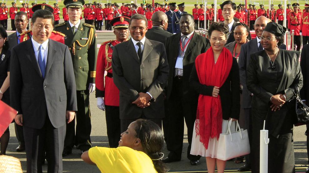 <p><b>BESØK:</b> Her er Kinas president Xi Jinping og daværende president i Tanzania Jakaya Kikwete under et statsbesøk i Dar-es-Salaam i Tanzania i 2013. Samme år ble rammeavtalen for havnen underskrevet.</p>