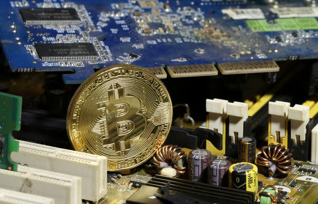 <p><b>VERDISTIGNING:</b> For ett år siden var en Bitcoin verdt ca. 8.000 kroner, nå 165.000. Er dette mye? Det er ALTFOR mye, mener BI-professor Dagfinn Rime.</p>