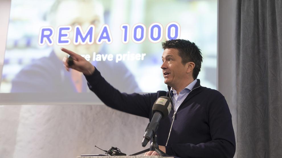 VOKSER I DANMARK: Her Ole Robert Reitan (REMA 1000) under en tidligere presentasjon av Reitangruppens årsresultat.