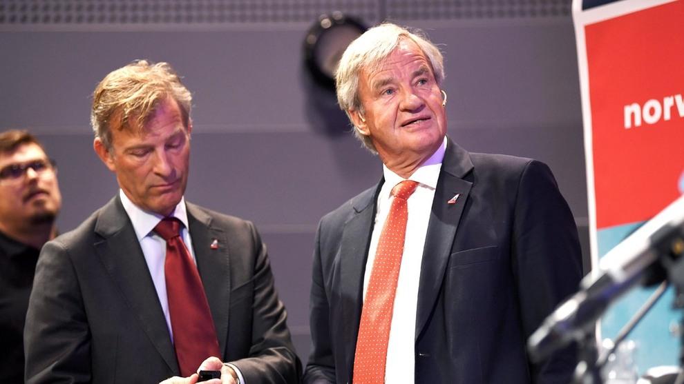 <p><b>GIR SEG:</b> Bjørn Kjos gir stafettpinnen videre etter 17 som konsernsjef i Norwegian. Kjos går inn i en mer tilbaketrukket rolle i selskapet. Her sammen med midlertidig etterfølger, Geir Karlsen.</p>