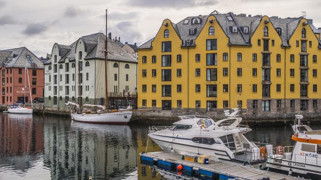 <p><b>BROSUNDET</b>: Ålesund er også en by som har mange boliger tilgjengelig for personer med sykepleier-lønn.</p>