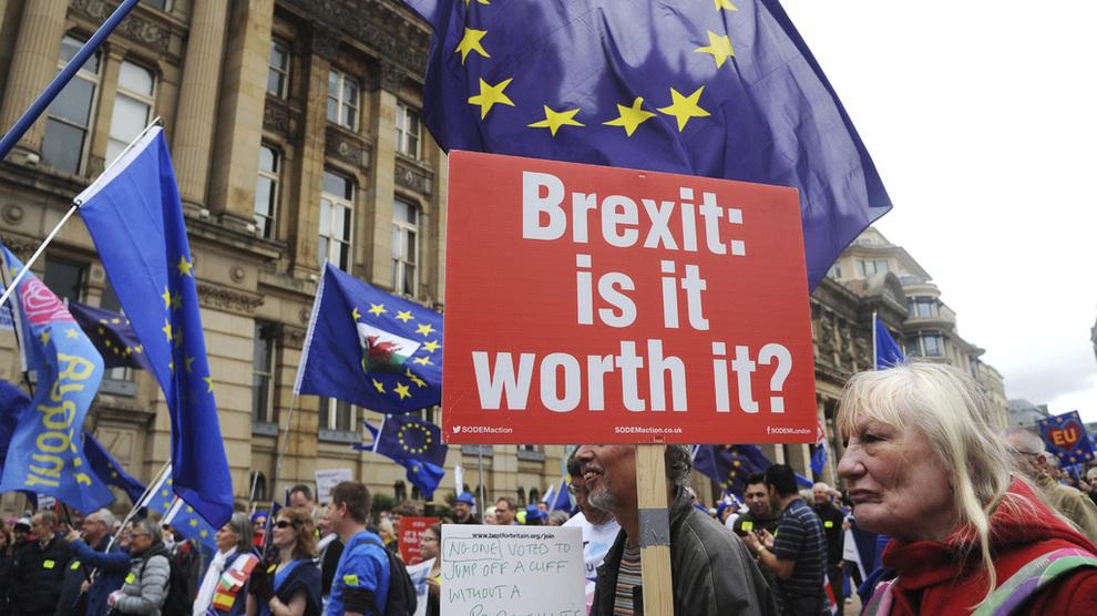 <p><b>KOSTER:</b> Brexit har kostet mye for britisk økonomi så langt, ifølge en fersk studie.</p>