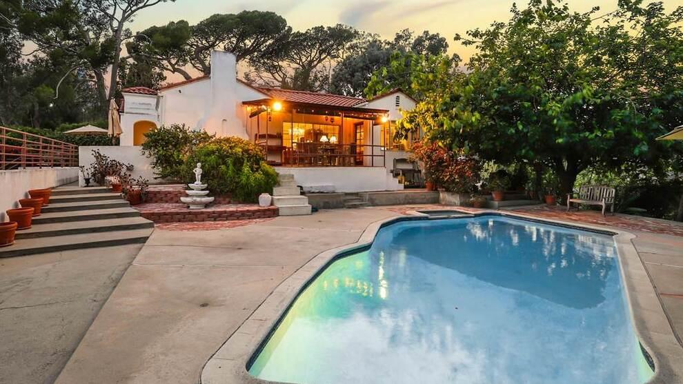 <p><b>HYGGELIGERE ENN I 1969:</b>Villaen har basseng og har utsikt over Downtown Los Angeles.</p>