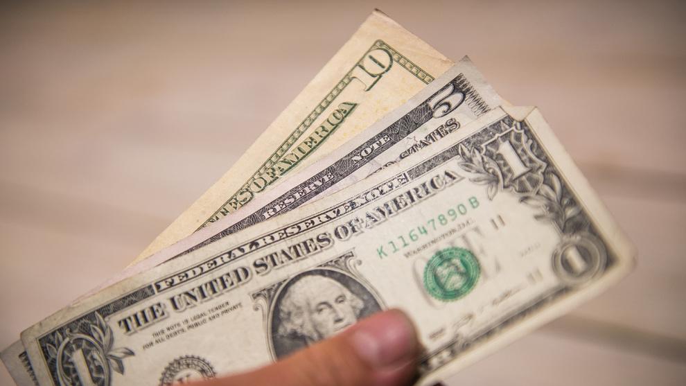 <p><b>SITTER PÅ PENGER:</b> Over 174.000 nordmenn regnes som dollarmillionærer, ifølge en ny rapport. Definisjonen av dollarmillionær er her en person som har en million dollar i investerbar formue utenom primærbolig.</p>