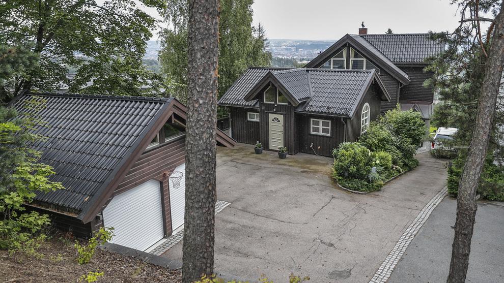 <p><b>PRAKTVILLA:</b> Therese Johaug kjøpte i sommer villa i Holmenkollen for 18,8 millioner kroner. Boligen blir omtalt som en «praktvilla» med «majestetisk utsikt over byen og fjorden».</p>