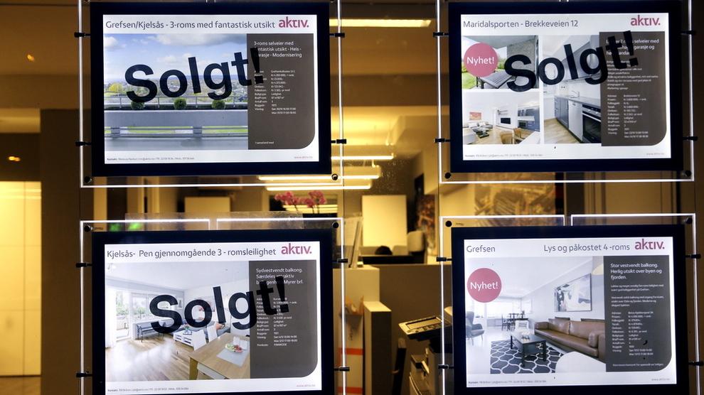 <p><b>TROR PÅ FALL:</b> Sjefstrateg Peter Hermanrud i Sparebank 1 Markets sier at et boligprisfall kan ha store konsekvenser for økonomien.</p>