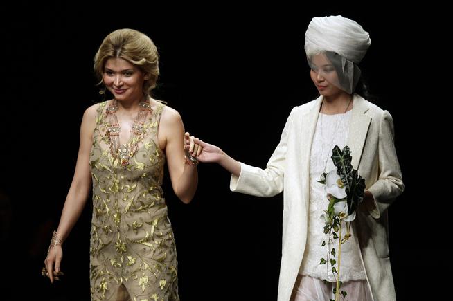 <p><b>OMSTRIDT:</b> Popstjerne, designer, modell og presidentdatter Gulnara Karimova (til venstre) knyttes til selskapet Telenor-eide Vimpelcom skal ha betalt for å få telelisenser i Usbekistan.<br/></p>