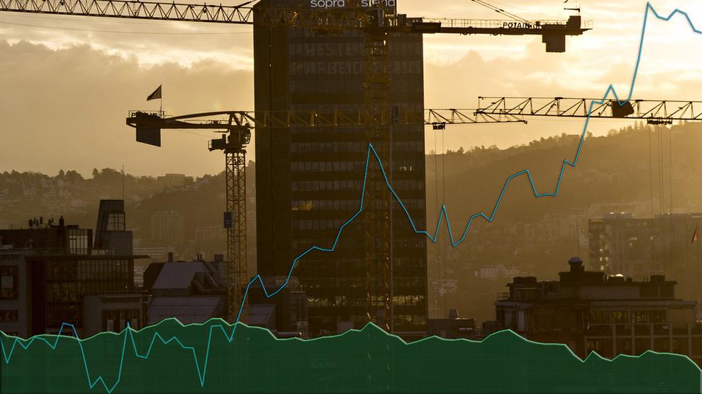 <p><b>SKILLER LAG:</b> Kronekursen og oljeprisen har ikke gått hånd i hånd siden sommeren. Kronen i grønt, oljen i blått.</p>