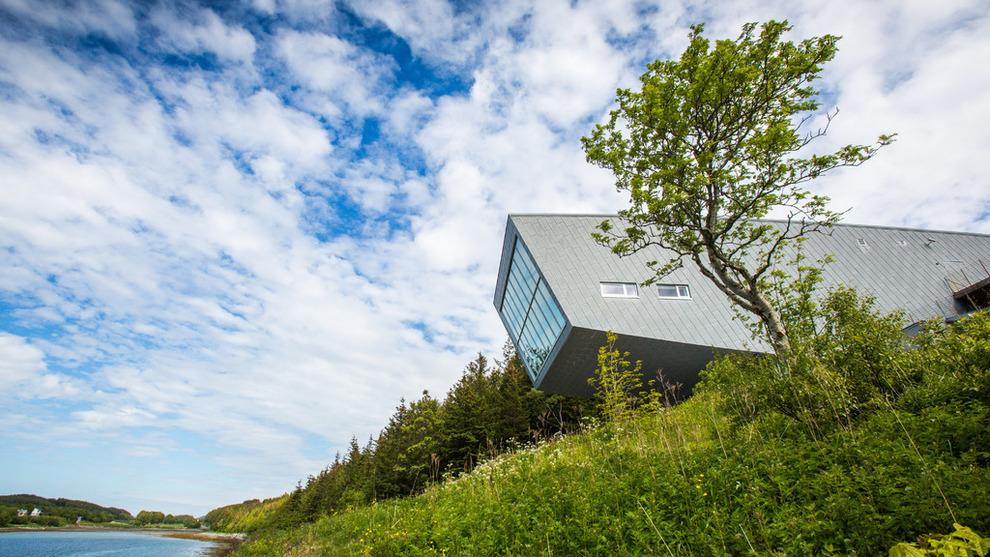 <p><b>DYREST I LANDET:</b> Boligeiere i Alstahaug i Nordland må i snitt betale 9.675 kroner i eiendomsskatt i 2019, ifølge nye SSB-tall. Her er kommunens Petter Dass-museum.</p>