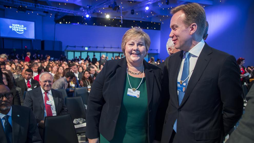<p><b>I SVEITS</b>: Statsminister Erna Solberg fikk anledning til å hilse på sin tidligere utenriksminister Børge Brende i Davos tirsdag. Brende er nå president i Verdens økonomiske forum (WEF).</p>