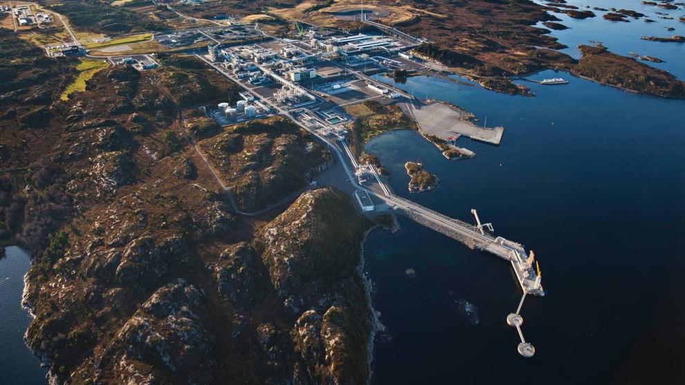 <p>Prosesseringsanlegget Nyhamna tar imot gass fra blant annet Ormen Lange-feltet til Shell og Aasta Hansteen-feltet til Equinor. Nå kan det bli mottageren av fornybar vindkraft om få år.</p>