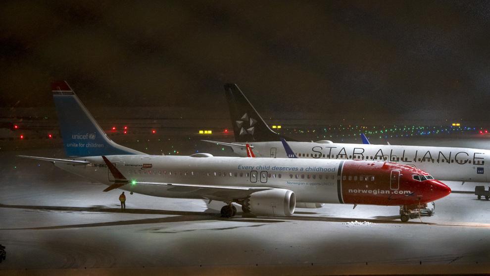 <p><b>SATT PÅ BAKKEN:</b> Norwegian har besluttet å sette sine 18 fly av typen flytypen Boeing 737 MAX 8 på bakken, etter at de britiske luftfartsmyndighetene innførte et midlertidig flyforbud for flytypen i britisk luftrom. Norge har senere stengt luftrommet for flytypen de også.</p>