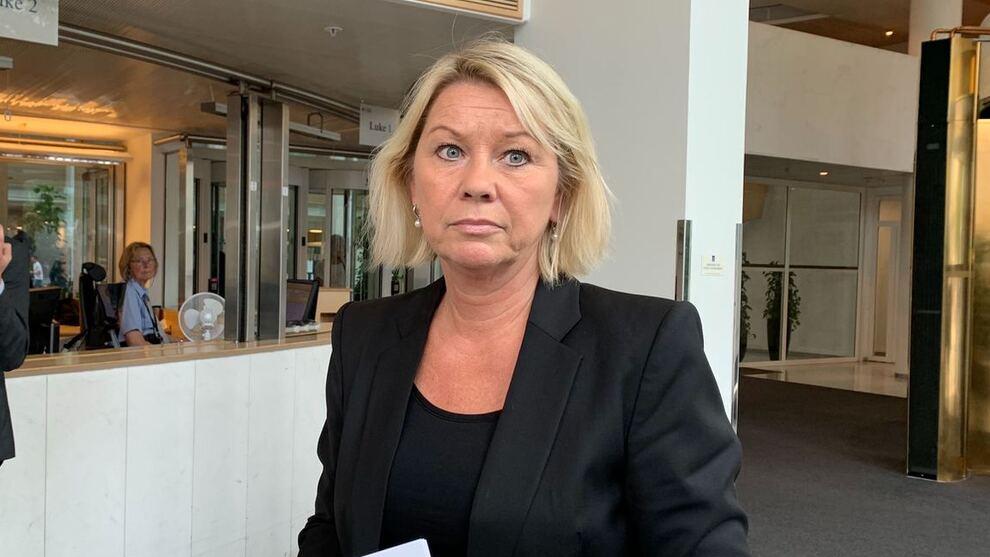 <p><b>FERSK AVGJØRELSE:</b> Det er ikke lenger noe i veien for at Trønderenergi kan fortsette utbyggingen av det omstridte vindkraftverket på Frøya. Det er klart etter at kommunal- og moderniseringsminister Monica Mæland opprettholder en avgjørelse fra Fylkesmannen.</p>