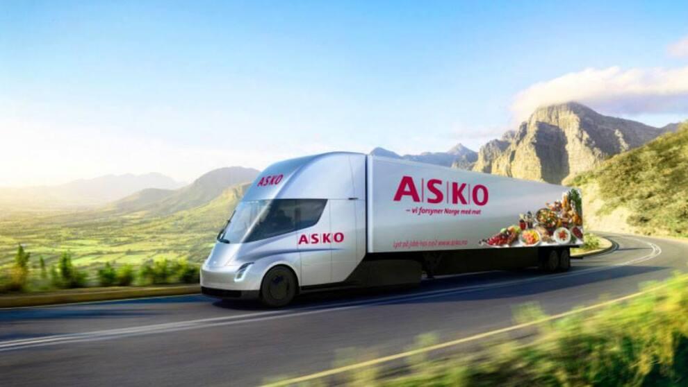 <p><b>KJØPER:</b> Tesla har solgt sine første lastebiler i Norge–Asko kjøper ti Tesla Semi.</p>