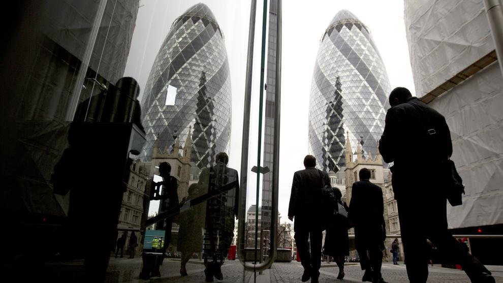 <p>FINANSSENTRUM: Mange av Europas viktigste finansinstitusjoner holder til i City of London.</p>