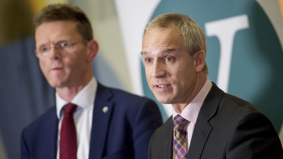 <p>SKEPTISKE: De finanspolitiske parhestene Terje Breivik (til venstre) og Hans Olav Syversen i Venstre og Kristelig Folkeparti stiller seg svært kritiske ti hvordan regjeringen vil skattelegge finanstjenester.</p>