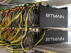 <p><b>UTVINNER BITCOIN</b>: Slik ser Bitmains utvinner Antminer ut. Selskapet har laget flere ulike utgaver av maskinen som koster mellom 1.300 og 27.715 kroner.</p>