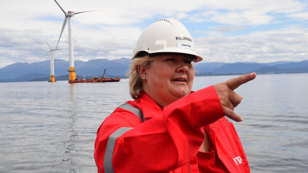 """<p class=""""_1uxMy"""" data-test-tag=""""image:caption"""">VIND-ERNA: Regjeringen ønsker å satse på tre områder for havvind. Her er statsminister Erna Solberg avbildet på Kværners anlegg på Stord under valgkampen i 2017. Foto: Marit Hommedal / NTB scanpix</p>"""