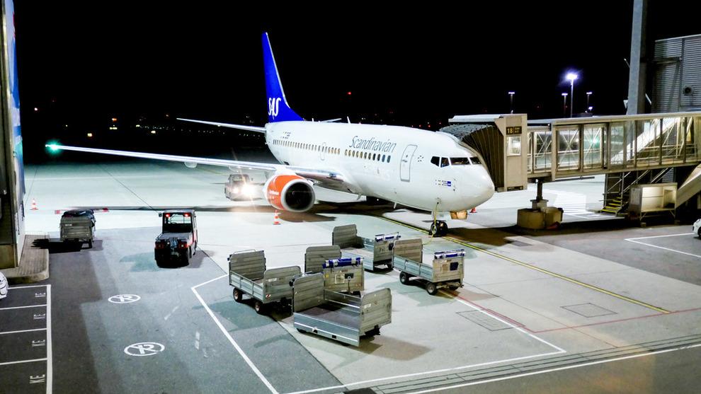 <p>Illustrasjonsbilde av et Boeing 737 tilhørende SAS på Oslo Lufthavn Gardermoen.</p>