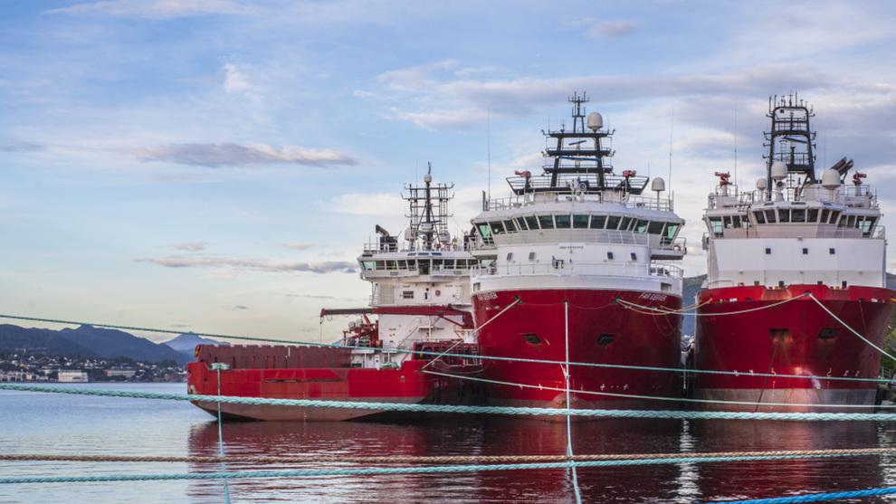 <p><b>TØFFE TIDER:</b> Offshorekrisen gikk hardt utover flere rederier. Her supplyskip fra daværende Solstad Farstad ASA i opplag i Ålesund tilbake i 2017.</p>