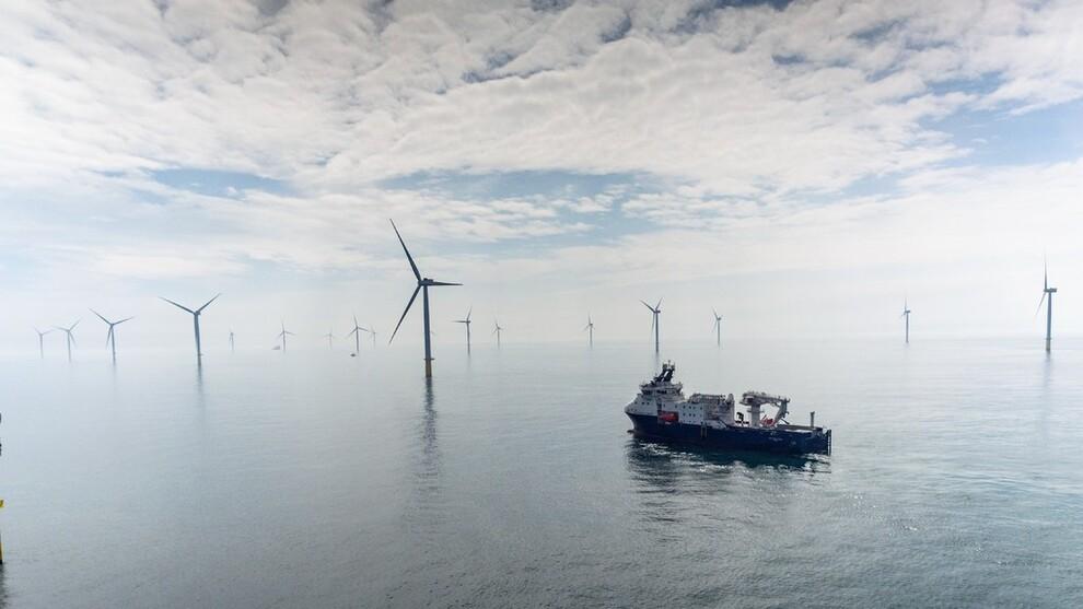 <p><b>VENTER BOOM:</b>Fallende kostnader vil etter hvert gjøre det mulig å bygge ut flere sol- og vindkraftprosjekter uten statsstøtte. Det kan føre til en britisk boom som kan redusere behovet for nye gasskraftverk, ifølge Aurora Energy Research. Britene er svært avhengige av gass, og mye av den kommer fra Norge. Dette bildet er fra Statoils vindkraftprosjekt Dudgeon i Storbritannia, som er på 402 megawatt.</p>