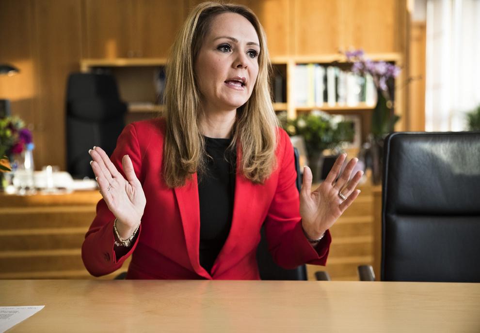 <p><b>SVARTE PÅ SPØRSMÅL:</b> Linda Hofstad Helleland svarte som utgående barne- og likestillingsminister at hun ikke utelukker at det kan være aktuelt å ta inn annen usikret gjeld enn fra forbrukslån og kredittkort i ordningen med gjeldsregister.</p>