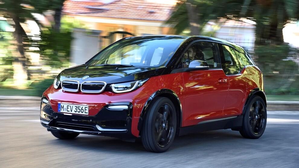 <p><b>FERSKE TALL:</b> Opplysningsrådet for veitrafikken legger onsdag frem tall for bilsalget i 2017. Dette er en av storselgerne i Norge, elbilen BMW i3.</p>