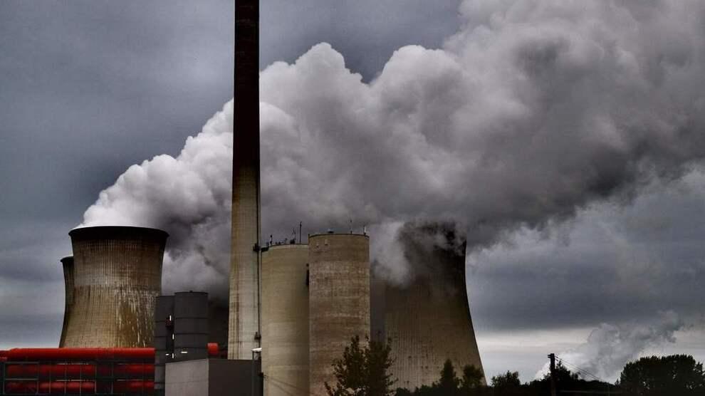 <p><b>TYSK KULL:</b> Dersom de grønne kommer inn i den tyske regjeringskoalisjonen, kan det påskynde utfasing av kullkraften i landet. Det kan i tur føre til økte strømpriser i Norge. Bildet viser et kullkraftverket Neurath i Vest-Tyskland.</p>