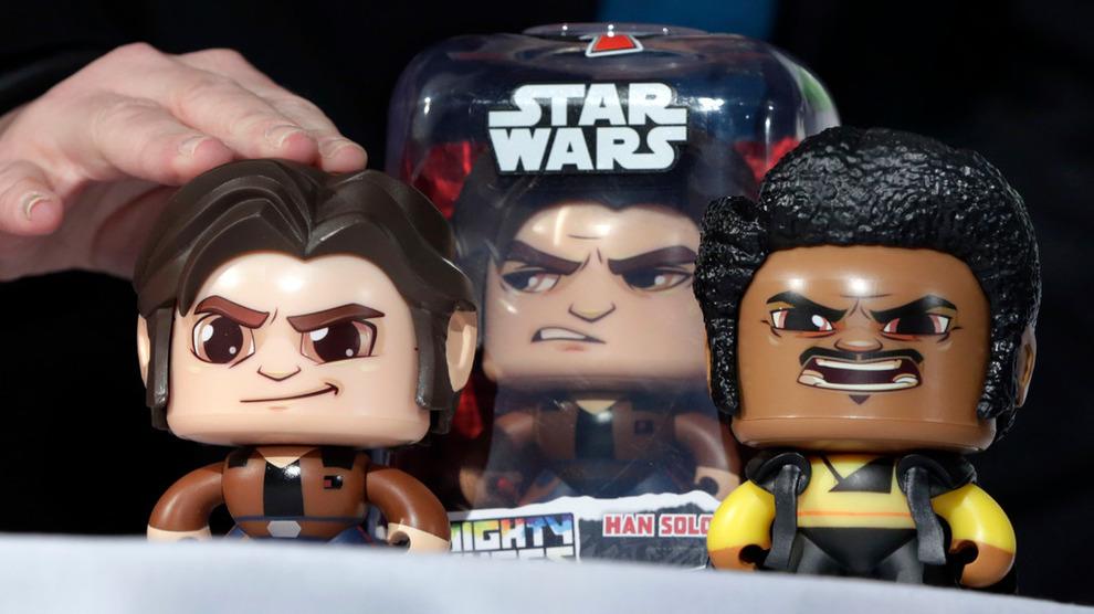 <p><b>DYRERE VARER:</b>Den fjerde runden med toller fra USA mot kinesiske varer rammer blant annet leker, og det kan gi dyrere julehandel i USA. Dette er et illustrasjonsbilde av Hasbro-produktet Star Wars Han Solo Mighty Muggs.</p>