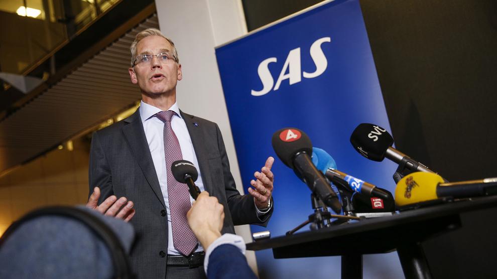 <p><b>ENIGHET TIL SLUTT:</b> SAS-sjef Rickard Gustafson og pilotene kom til slutt til enighet om en lønnsøkning på 11 prosent over tre år. Pilotene hadde på forhånd ønsket 13 prosent, noe Gustafson sier ville kostet SAS en halv milliard ekstra i året.</p>