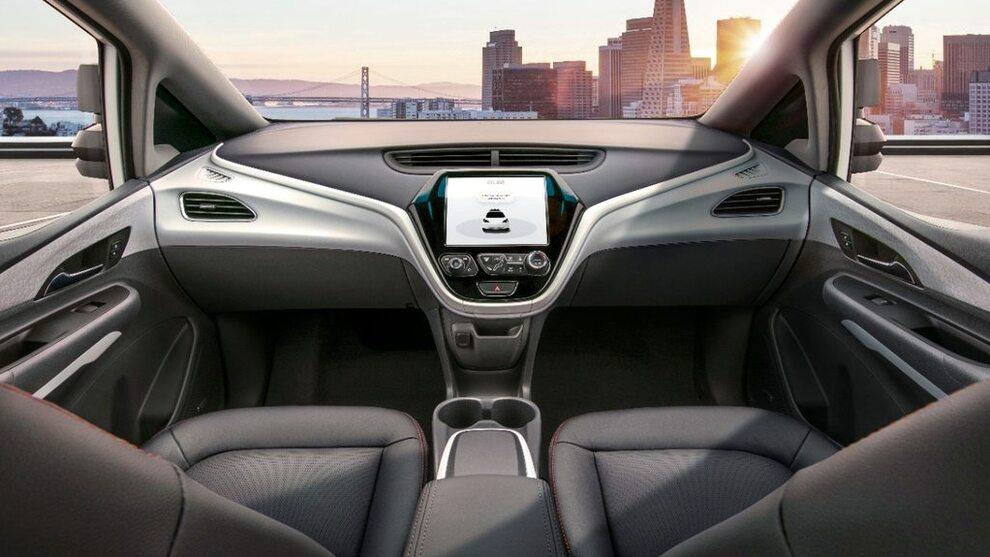 <p><b>UTEN RATT:</b> Slik ser det ut fra innsiden av de ratt- og pedalløse bilene som General Motors skal sette i produksjon neste år.</p>