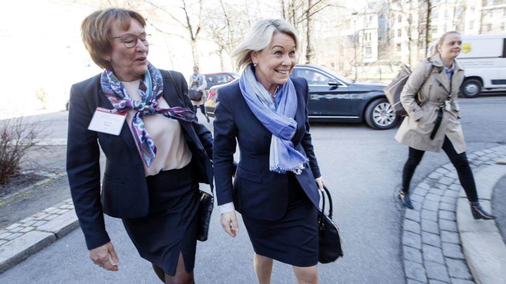 <p><b>BLIR SUPPLY-REDERE:</b> Næringsminister Monica Mæland og Giek-sjef Wenche Nistad er i ferd med å bli aksjonærer i Farstad Shipping.</p>