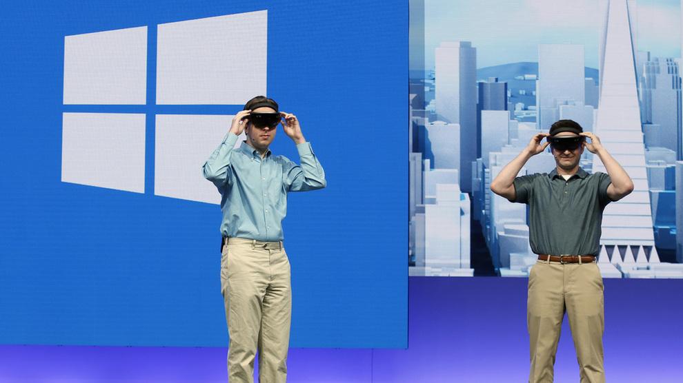 <p><b>ATTRAKTIV:</b> Selskaper innen IT-sektoren vokser frem som stadig mer attraktive arbeidsgivere blant studenter utenfor IKT-utdanninger. Bildet er tatt av studenter som får prøve VR-briller fra Microsoft på Case Western Reserve University.</p>