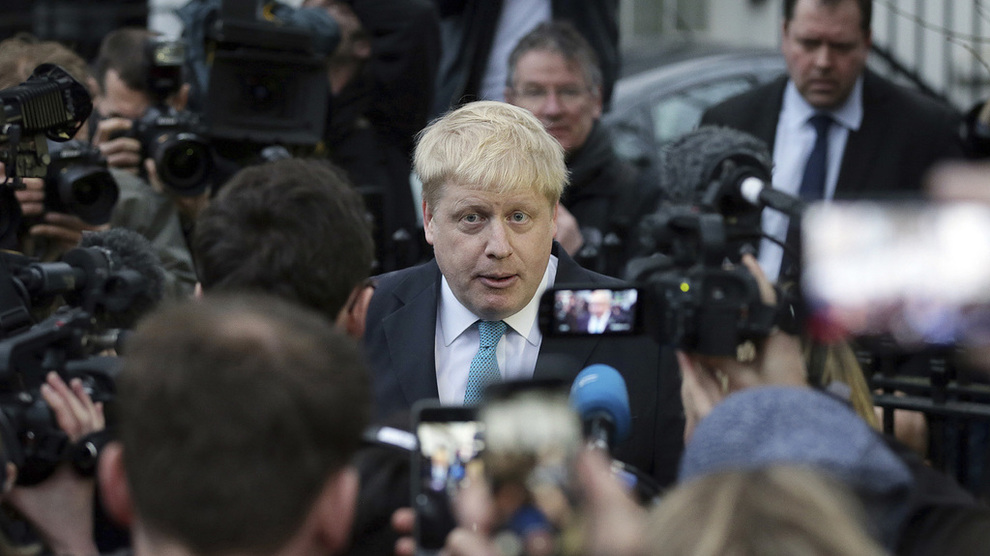 <p><b>KAN TA OVER:</b> 55 år gamleAlexander Boris de Pfeffel Johnson trakk seg som utenriksminister i Theresa Mays regjering etter uenighet om brexit. Tirsdag blir han trolig utropt ny leder i det konservative partiet etter kamp mot dagens utenriksminister Jeremy Hunt. Den som vinner tar også over jobben som statsminister i Storbritannia.</p>