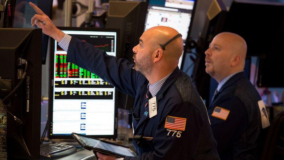 <p><b>SPENNING:</b> Det var knyttet stor spenning til om Wall Street ville fortsette å falle tirsdag, men markedet gjorde det motsatte og spiser inn en god del av mandagens fall.</p>