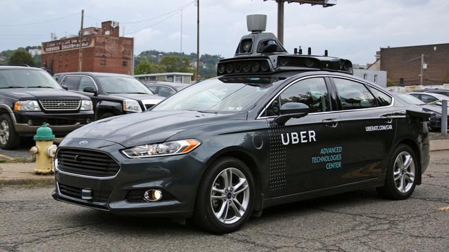 <p><b>KAN BLI KORTVARIG YRKE:</b> Uber jobber med å finne løsninger for førerløse biler. Det kan true jobbene til selskapets mange sjåfører på sikt. Bildet viser en selvkjørende Uber i Pittsburgh.</p>