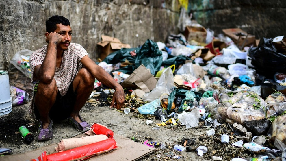 <p><b>NØD:</b> Menneskene som er igjen i Venezuela mangler mat og vann. Om de i det hele tatt har jobb, er det ikke mye å få kjøpt for pengene de tjener.</p>
