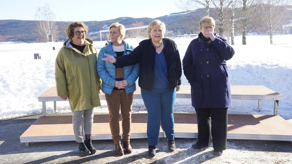 <p>Fra venstre landbruks-og matminsiter Olaug Vervik Bollestad, finansminister Siv Jensen, statsminsiter Erna Solberg og kultur-og likestillings minister Trine Skei Grande.Regjeringen starter budsjettarbeidet for 2020 med budsjettkonferanse på Hurdalsjøen hotell.</p>
