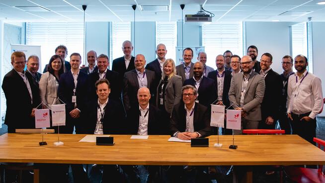 TechnipFMC og Equinor signerer subsea-kontrakten for andre fase av Johan Sverdrup. Sittende fra venstre: Stian Vere, direktør prosjektanskaffelser Equinor, Trond Stokka Meling, prosjektdirektør for Johan Sverdrup fase 2 og Arild Selvig, salgsdirektør TechnipFMC