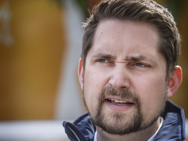 <p><b>KOLONIAL-KARL</b>: Sjefen i Kolonial Karl Munthe Kaas mener det er verre å ikke vokse, enn å tape penger i vekstfase, med henvisning til Brandhubs omsetning som har stått på stedet hvil i to år.</p>