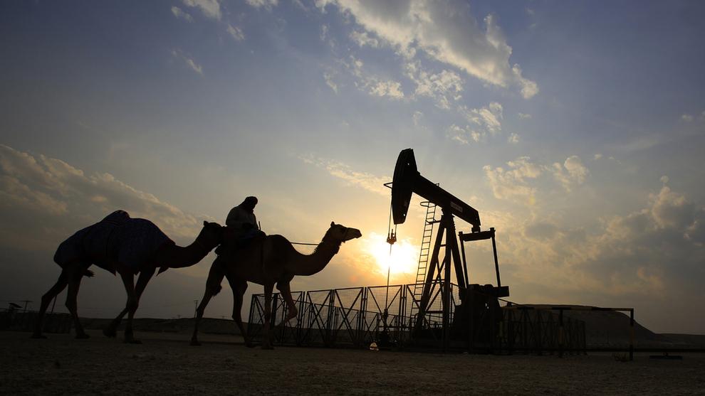 <p><b>TRENGER OLJEN:</b>Oljeprodusenter i Midtøsten og Nord-Afrika bør gjøre kraftige omstillinger for å være forberedt på lavere etterspørsel etter olje, ifølge en rapport fra tenketanken Bruegel. Den omtaler land som Algerie, Bahrain, Irak, Kuwait, Libya, Oman, Qatar, Saudi-Arabia og emiratene. Bildet er fra Bahrain.</p>