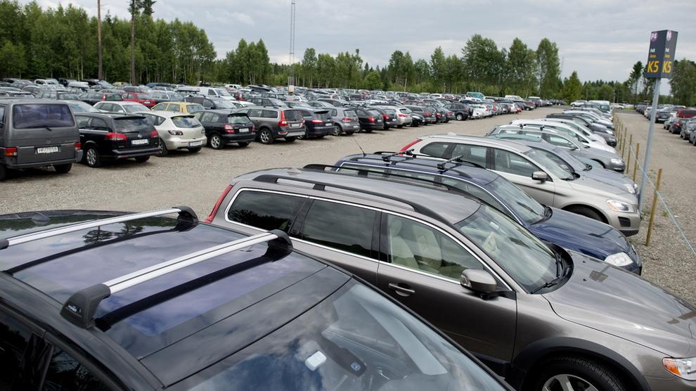 <p><b>ULOVLIG?:</b> Finansavisen skriver at så mange som 10.000 parkeringplasser ved Oslo Lufthavn Gardermoen kan være ulovlige.</p>