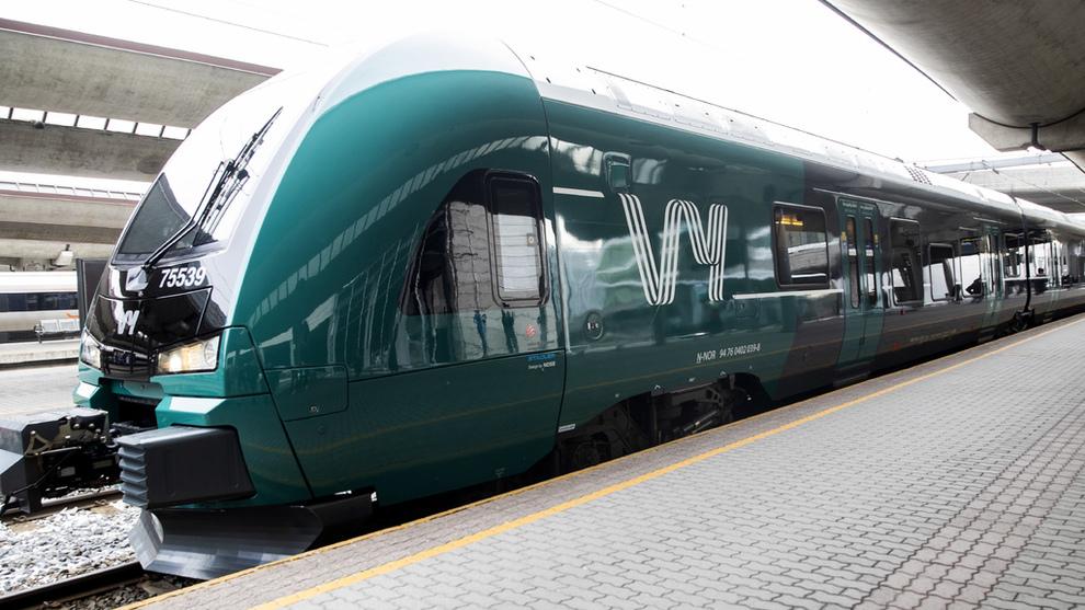 <p><b>LAGER DROSJETJENESTE:</b> Vy, her representert med et av sine nymalte tog etter navnebyttet fra NSB.</p>