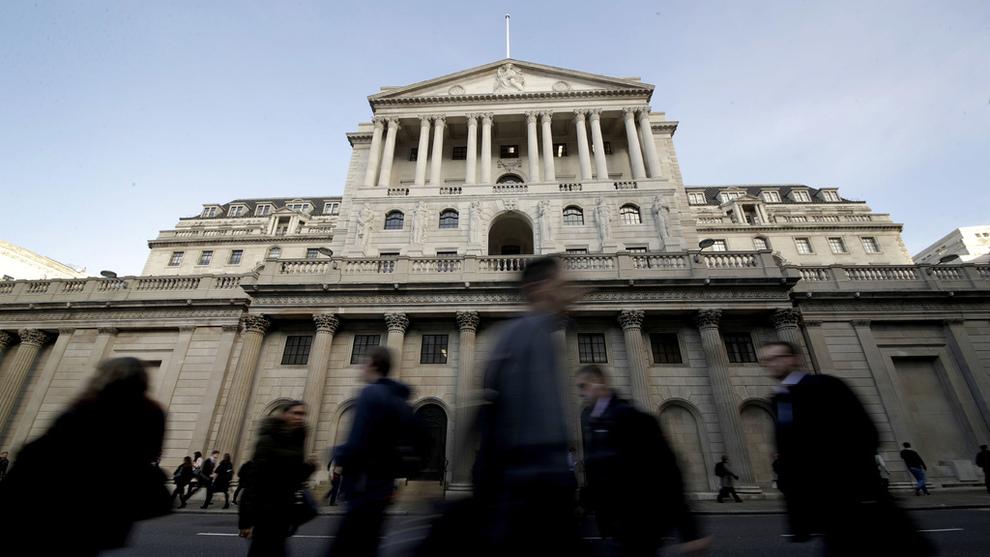 <p><b>TAR GREP:</b> Bank of England hever styringsrenten.</p>