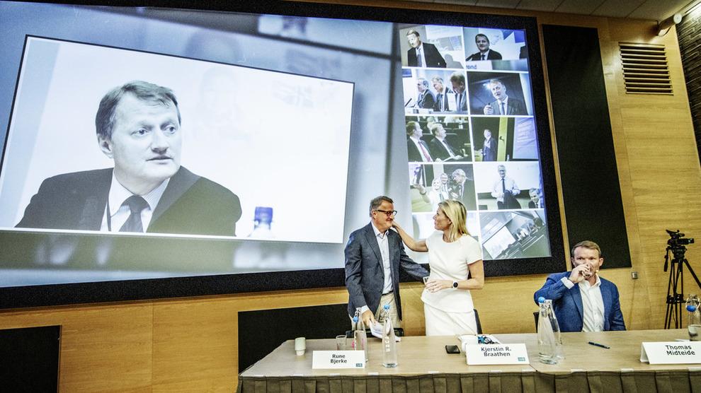 <p><b>JUBILEUMSAVGANG:</b> DNB-sjef Rune Bjerke presenterte torsdag bankens resultater for 50. og siste gang, sammen med sin etterfølger Kjerstin Braathen. Foto: Geir Olsen, NTB scanpix</p>