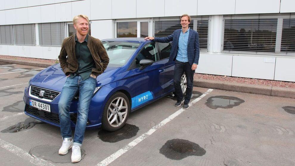 <p>SATSER PÅ BEDRIFT: Daglig leder Nils Petter Nordbø (t.h) i Hyre og markedssjef Jon Harald Ryste.</p>