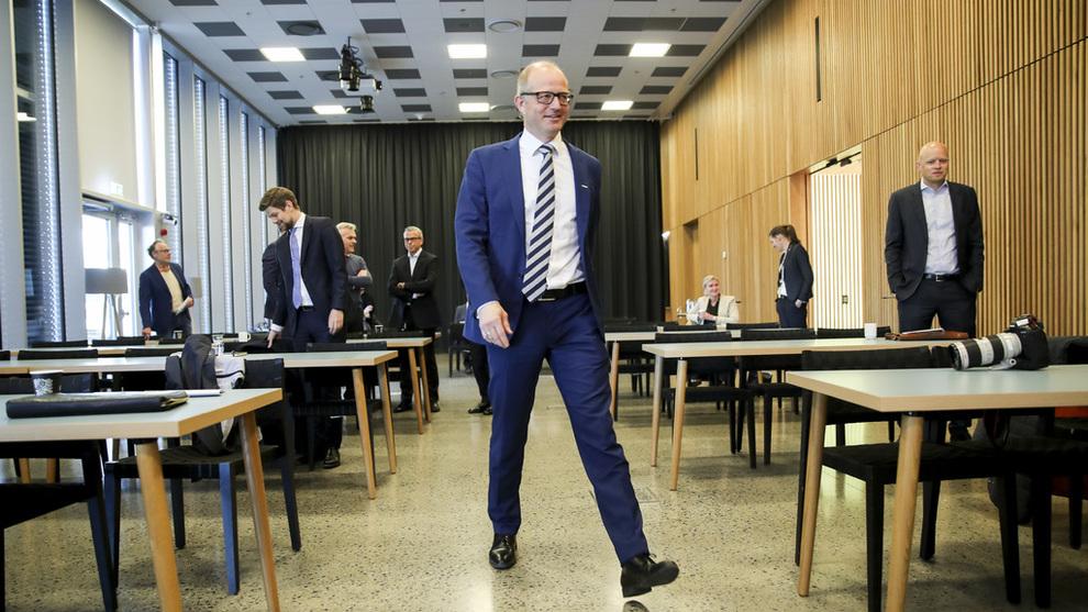 <p><b>AKSJEMARKEDET GA TOMMELEN OPP:</b> Konsernsjef i Kværner, Karl-Petter Løken, presenterte tirsdag selskapets resultater for første kvartal, på hovedkontoret på Fornebu utenfor Oslo. Aksjemarkedet responderte med å sende aksjekursen rett opp.</p>