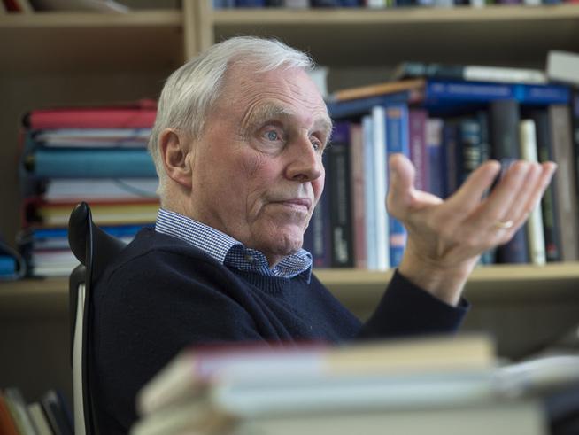 <p><b>STØTTE:</b> Professor i finans ved NHH, Thore Johnsen, støtter Oljefondets beslutning om å la Warren Buffet få være både administrerende direktør og styreleder.</p>